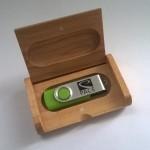 USB lesena škatljica